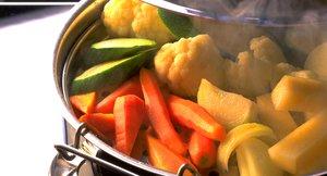 Koking og damping av grønnsaker i kjele