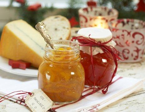 Tomatmarmelade på pene glass er fine julegaver