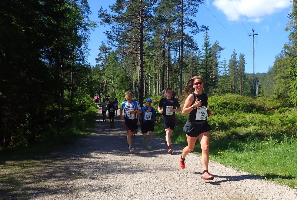 Janicke Bråthe (foran) i Nordmarka Skogsmaraton 2019