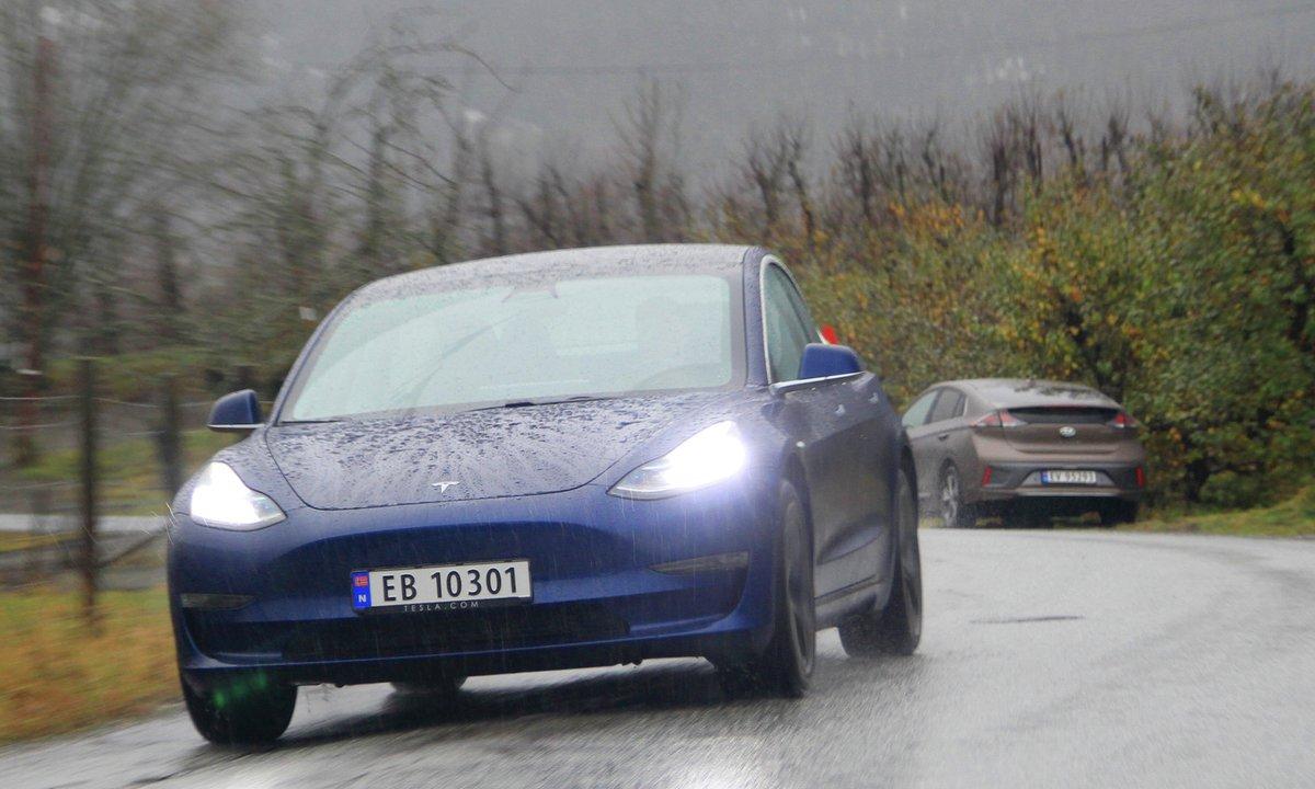 Duelltest: Slik gikk det da vi kjørte Hyundai og Tesla tomme