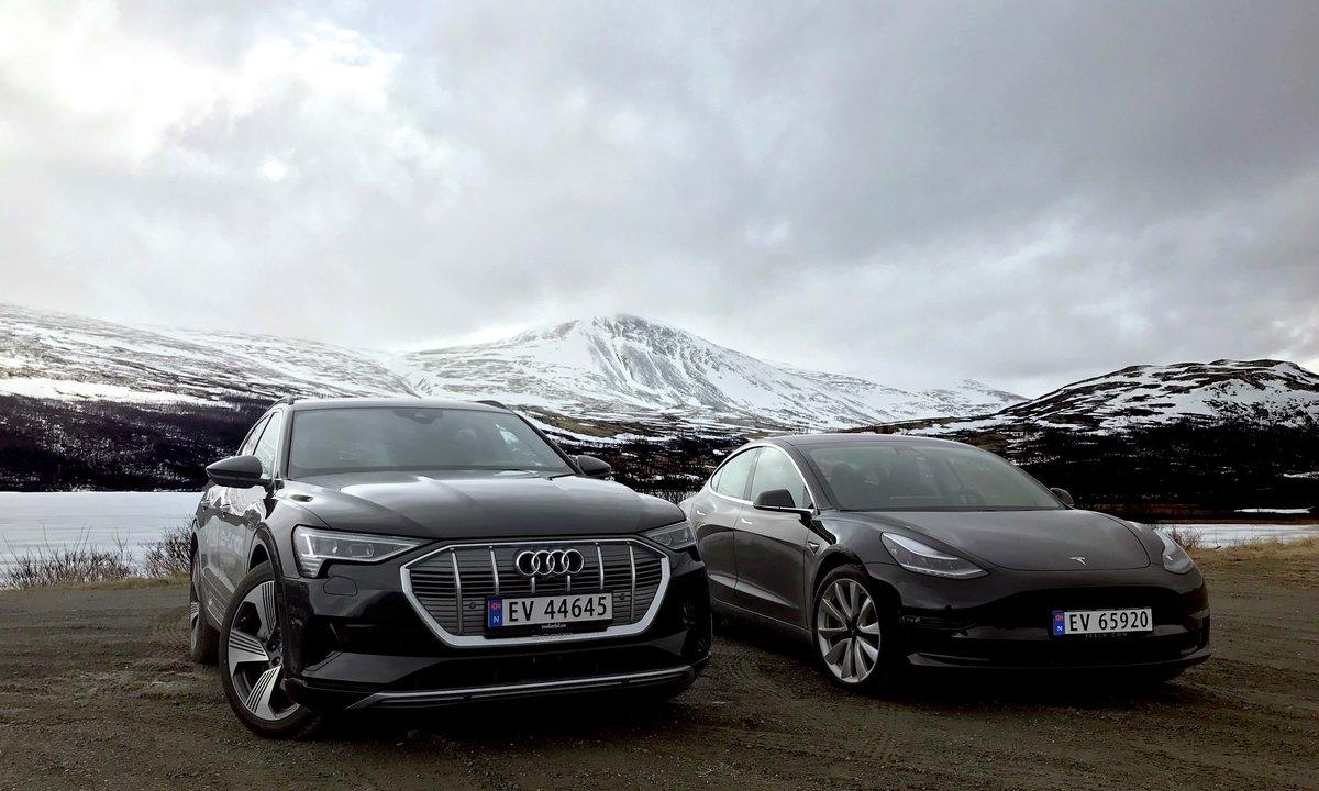Duelltest: Store Audi e-tron mot lille Tesla Model 3