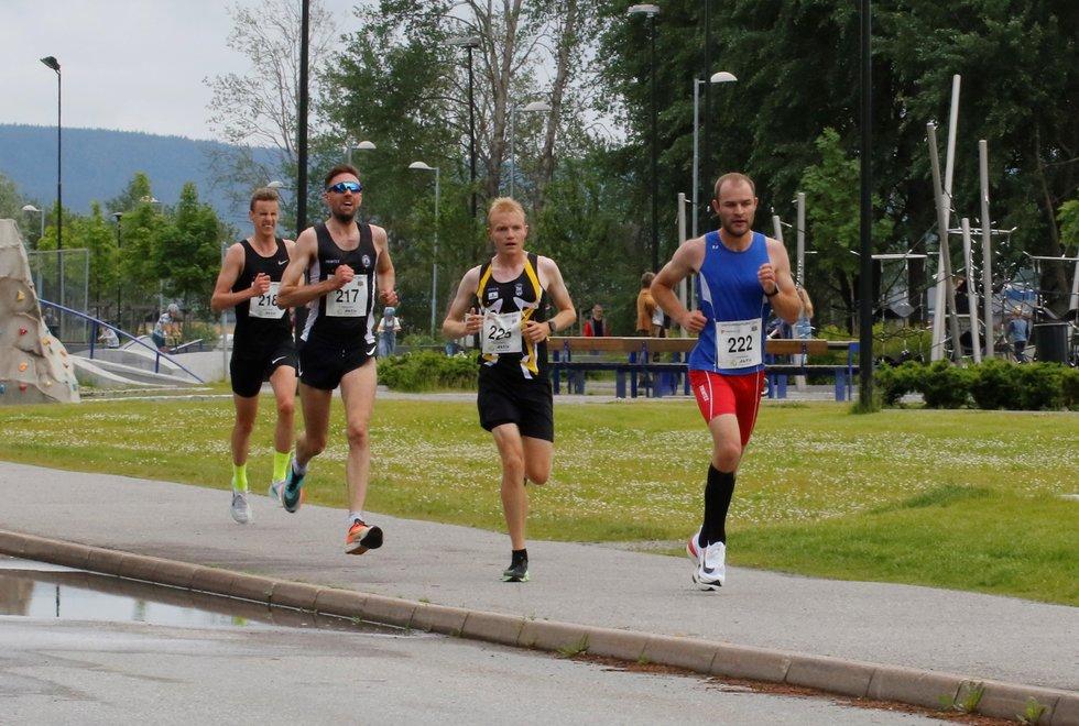 Denne kvartetten var samlet helt til 9 km og kjempet om seieren på 10 km: (forfra og bakover): Henrik Nilsson, Even BentzenLøvås, Magnus Salberg og Magnus TorpAntonsen. (Foto: Trond Hansen)