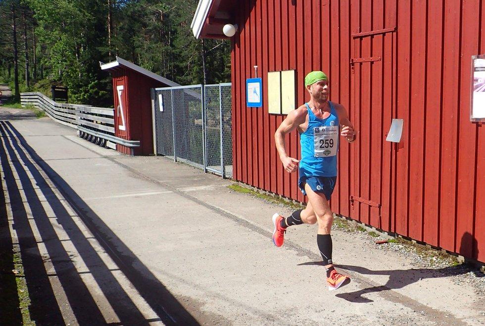 Torstein Bjerland ledet hele veien under Nordmarka Skogsmaraton 2019