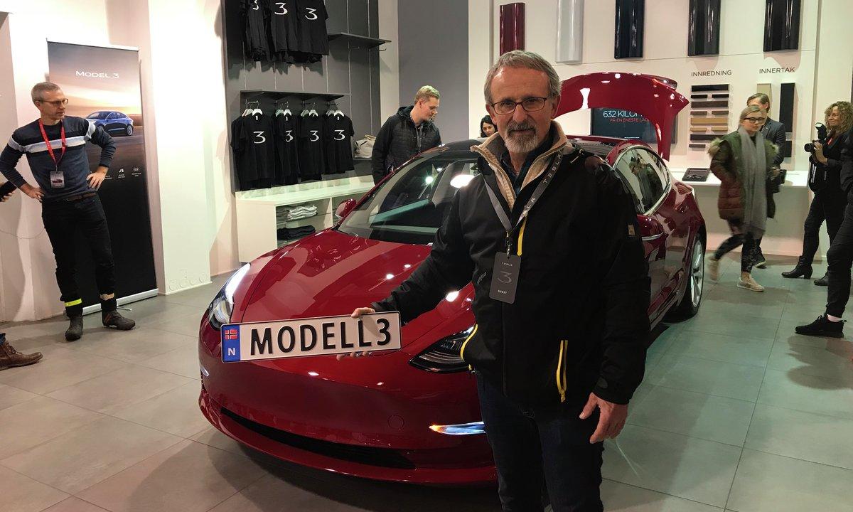 Teslas Model 3-åpenbaring: Skilt ved fødselen