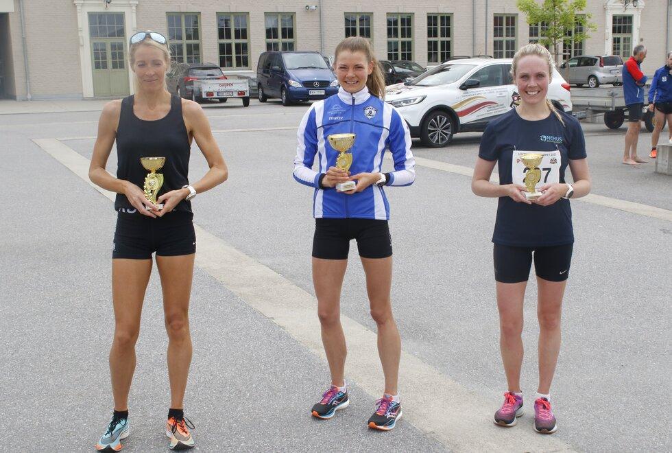 De tre beste damene på 10 km (fra venstre): Toer Silje Eklund, vinner Maren Lie og treer Christine Nystuen.