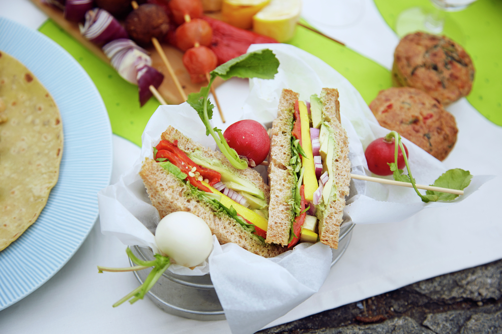 Sandwich med grønnsaker som turmat.
