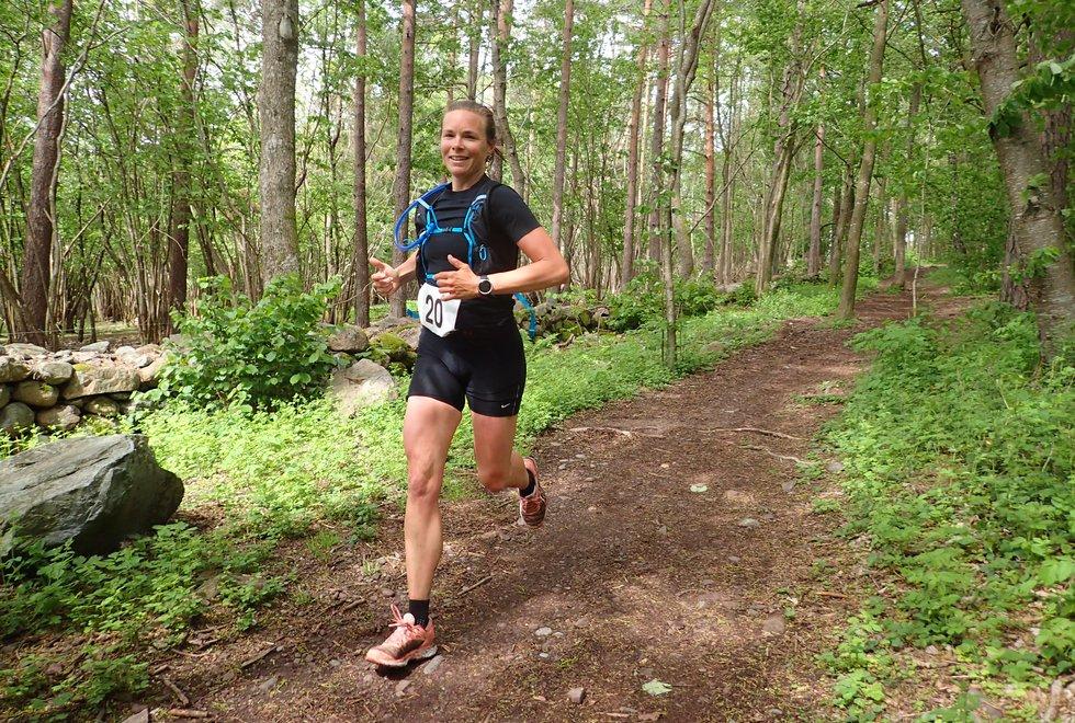 Tiril Lindberg ble tredje beste kvinne i Tretoppsløpet på Jeløya 2019