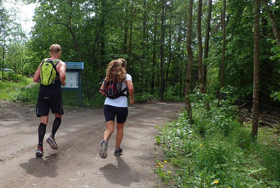 Espen Rymoen og Lene Hanche Hafskjold i Tretoppsløpet på Jeløya 2019