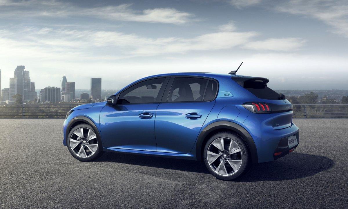 Elektrisk pall da Peugeot e-208 ble Car of the Year 2020