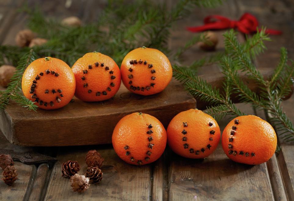 Klementiner med god jul skrift av nellikspiker