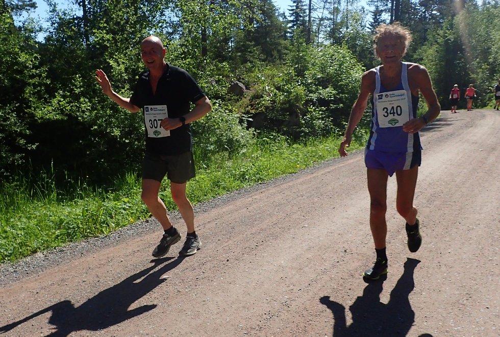 Knut Anders Moi (t.v) og Arne Hasvoll under Nordmarka Skogsmaraton 2019