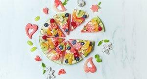 Vannmelon-pizza med frukt og bær som topping