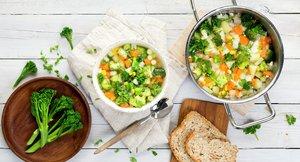 Klar grønnsaksuppe