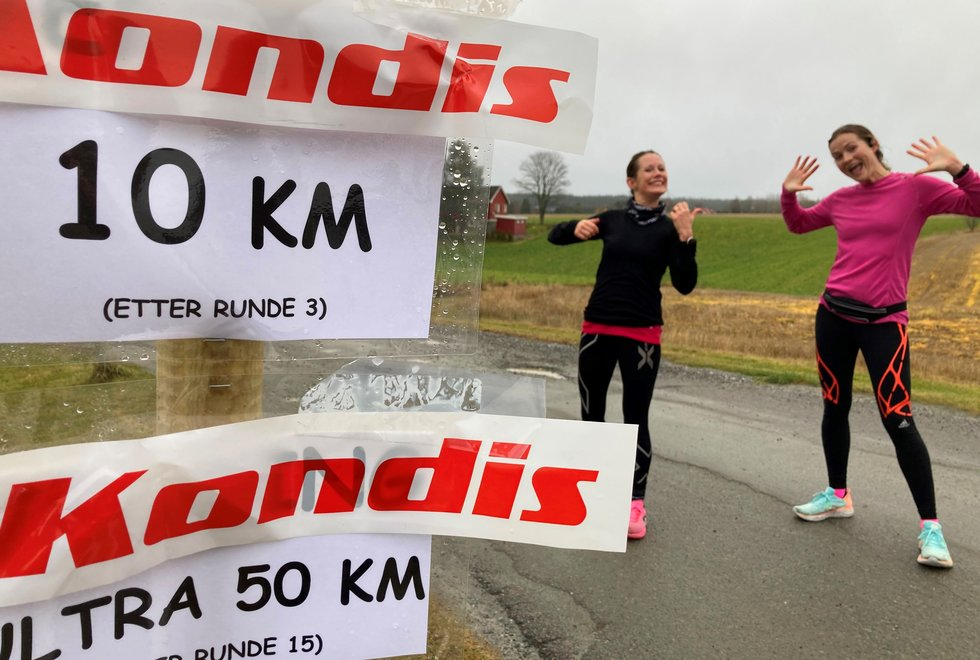 F.v: Sofiia Granheim og Annette Velde Sande etter målgang på 50 km, Kondistreninga Årnes arrangerte Kondisløpet 31. oktober 2020