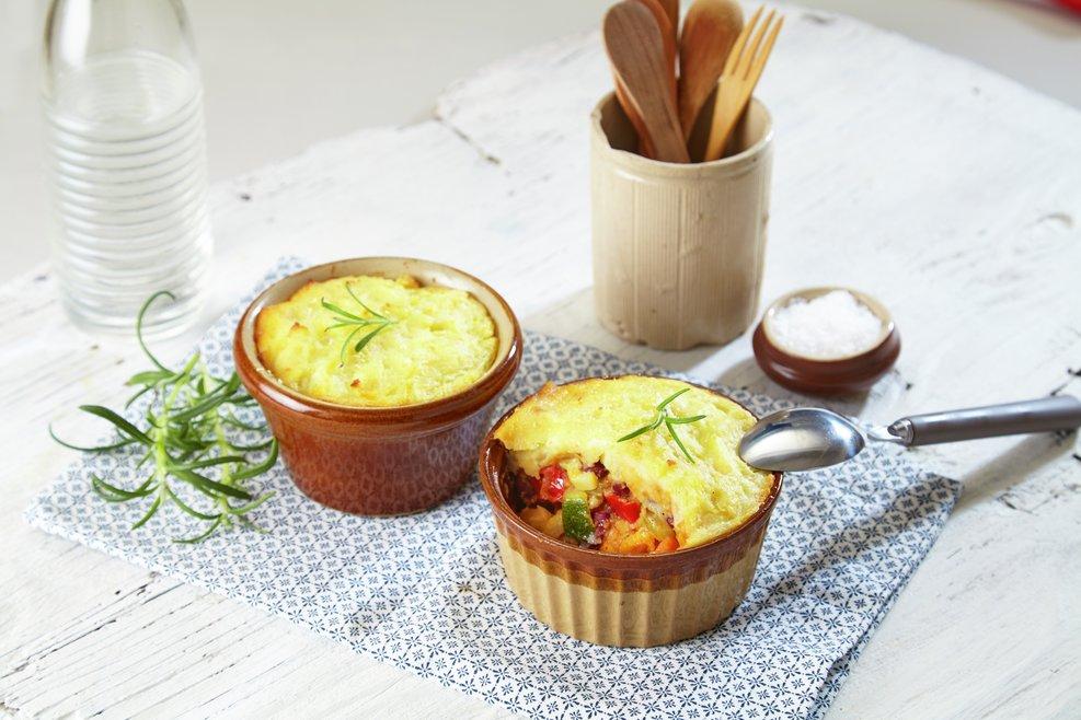 Pai med grønnsakfyll og potetlokk