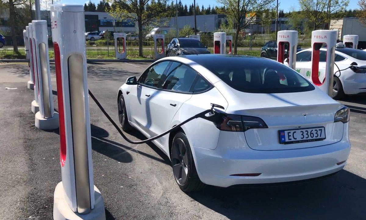 Ladetest av Tesla Model 3: Kan bli nesten dobbelt så dyrt