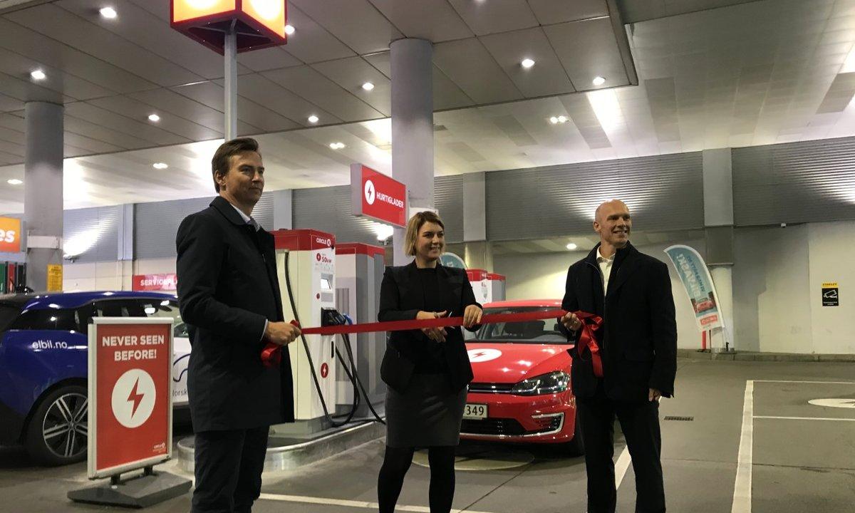 Første bensinstasjon ut: Byttet ut drivstoffpumper med hurtigladere