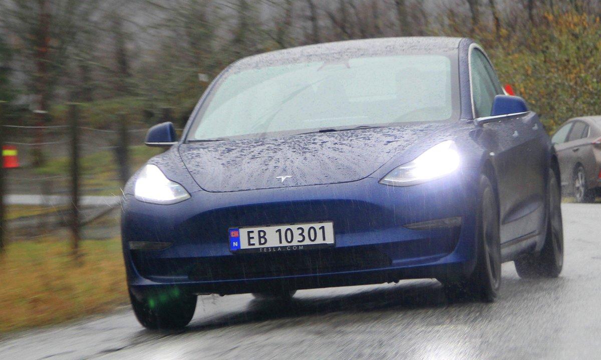 Dumper prisen på Tesla Model 3 med 50.000 kroner