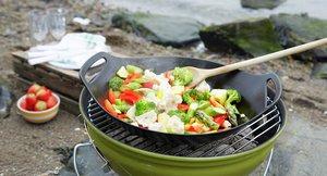 Ta med oppkuttede grønnsaker til wok på tur.  Kan pakkes inn i lompe.
