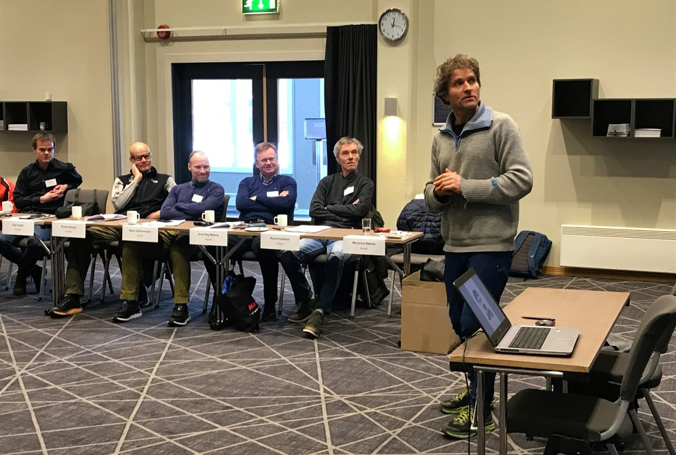 Thor Gotaas holdt foredrag om brødrene Kvalheim og femmila under  sitt landsmøte 7. mars 2020
