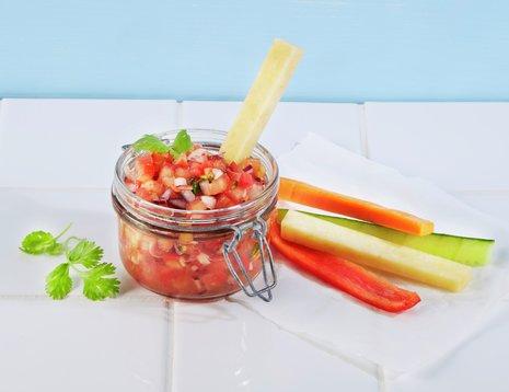 Tomatsalsa med grønnsaksstaver