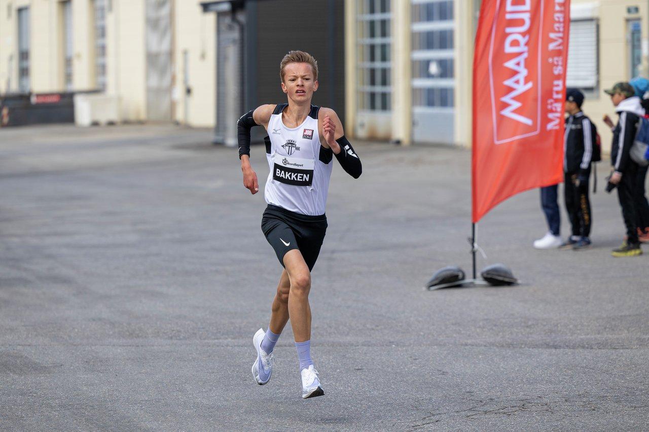 Mikkel Bakken inn under 15 minutter rett bak Karoline Bjerkeli Grøvdal som 6. mann på Maarud. (Foto: Samuel Hafsahl)