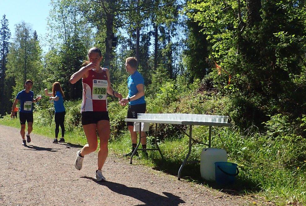 Jessica Gunnarsson vant halvmaraton under Nordmarka Skogsmaraton 2019