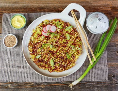 Okonomiyaki, japansk kålomelett