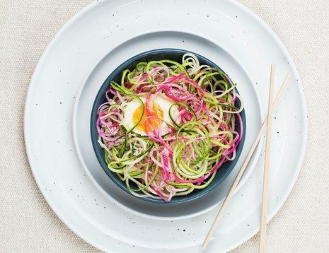 Spagetti laget av strimlede grønnsaker