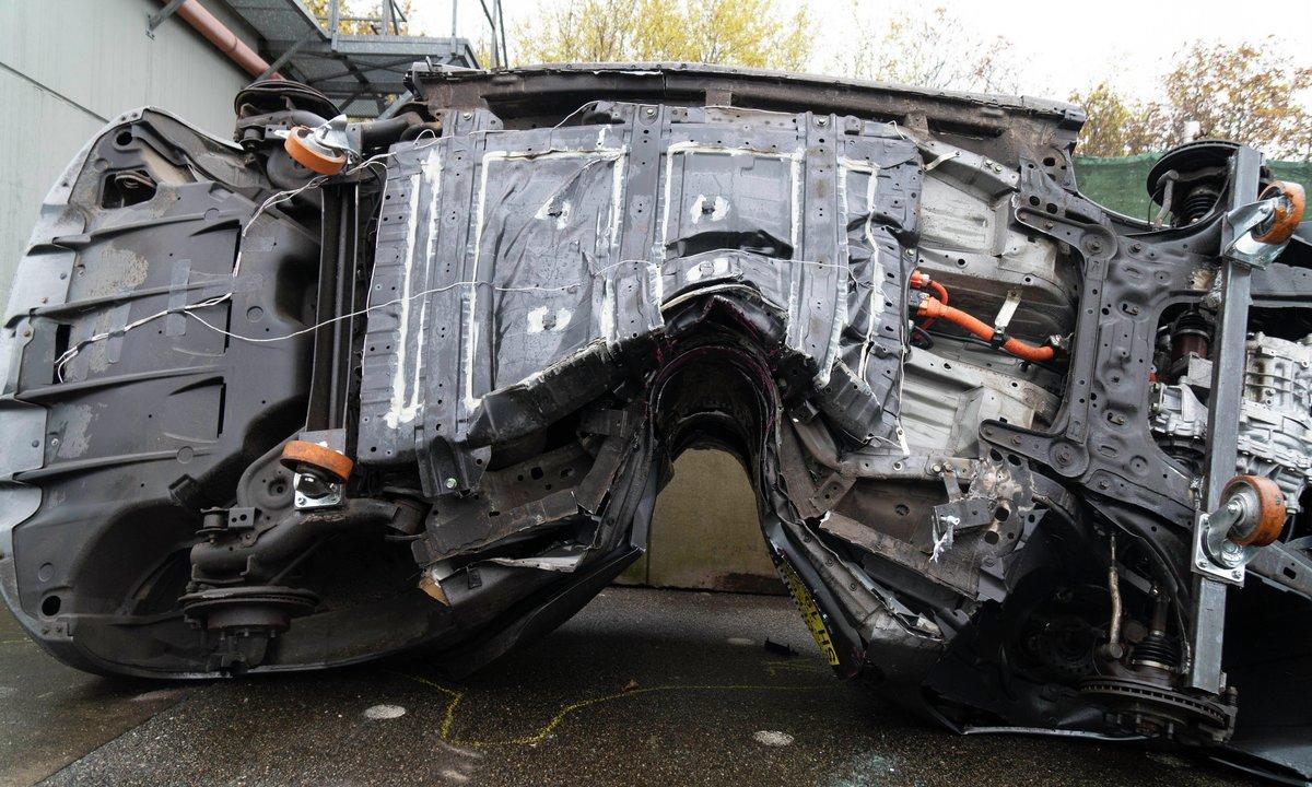 Bensin- og dieselbiler brenner 4 ganger oftere enn elbiler