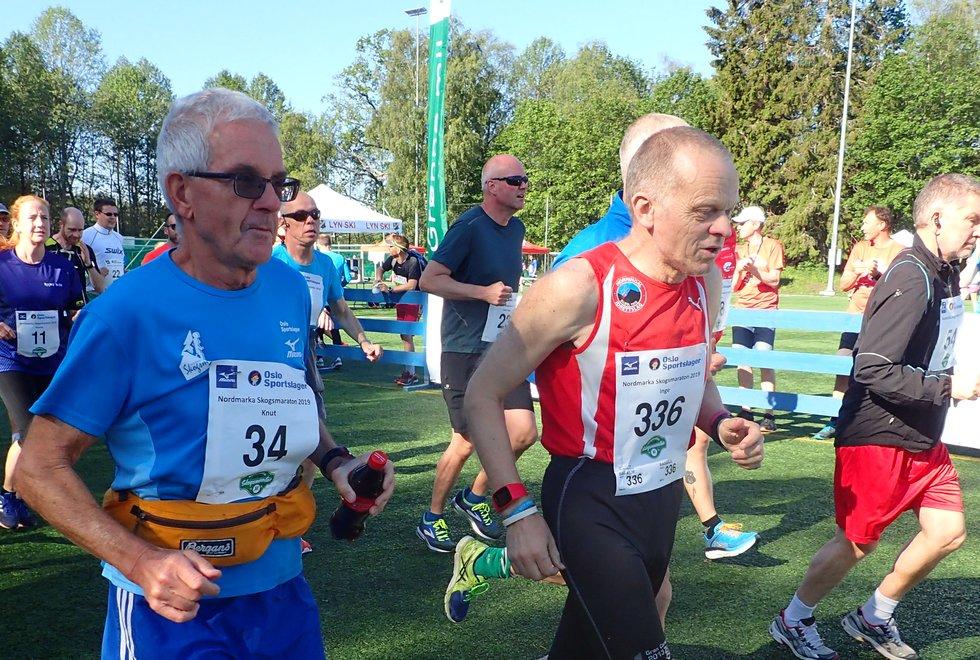 Nr 336 Inge Asbjørn Haugen løp sin maraton nummer 582 under Nordmarka Skogsmaraton 2019. Her sammen med Knut Erichsen.