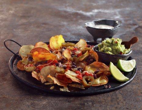 Nachos av potetchips med guacamole