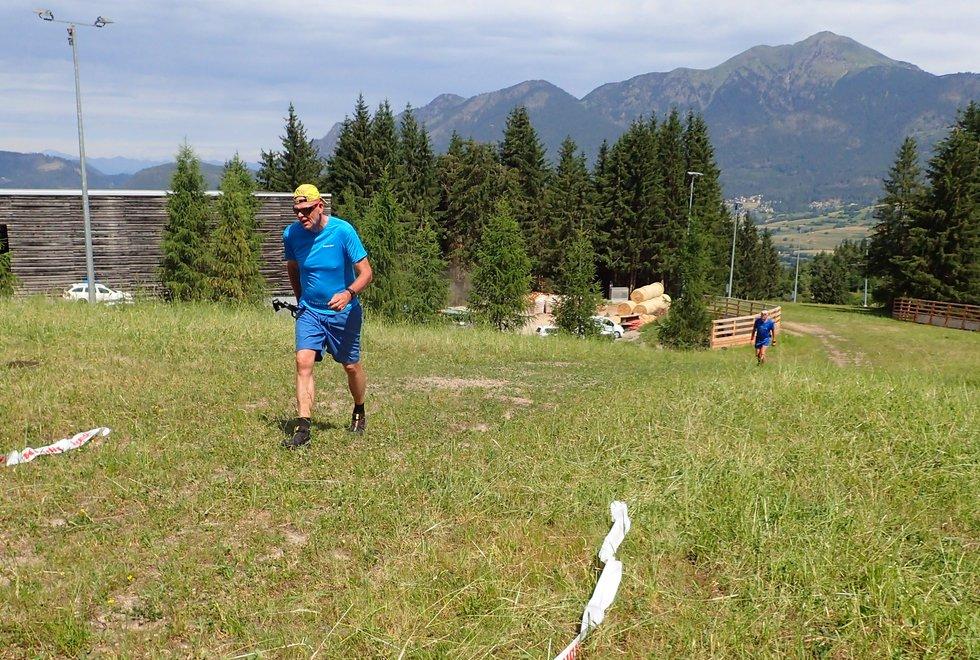 Morten Eirik Engelsjord opp Monsterbakken i Cavalese i Val di Fiemme, Dolomittene, Italia