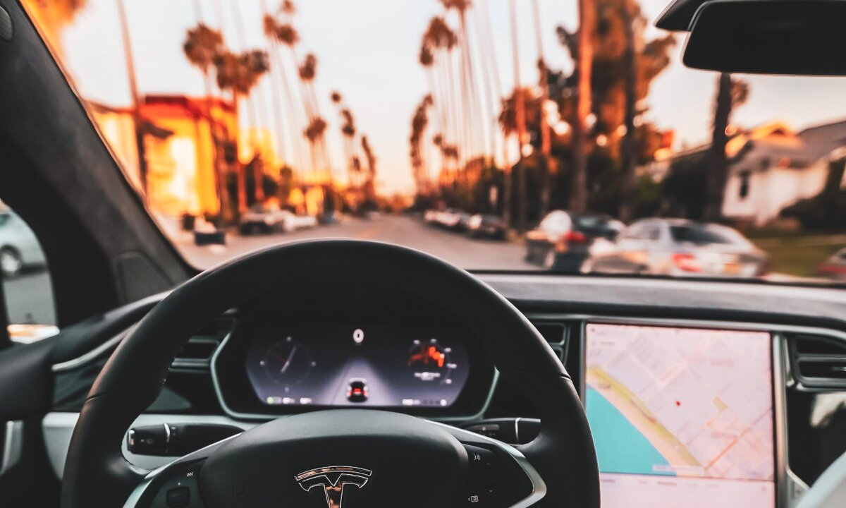 Tør vi slippe rattet? Dette mener ekspertene om selvkjørende biler