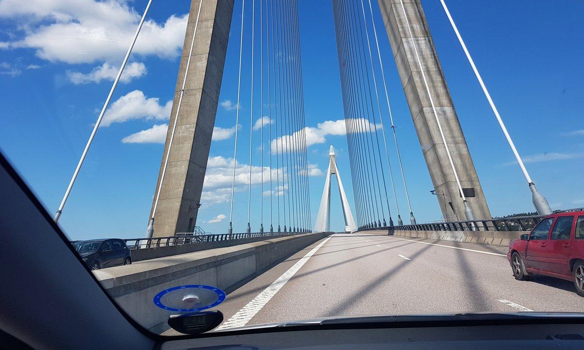 Skal du ta med deg elbilen på tur til Sverige eller Danmark i sommer? Dette må du vite før du drar