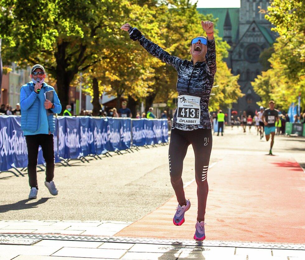 Theresa Lyng-Jørgensen vinner Sparebank 1 SMN Trondheim Maraton for tredje gang i 2021