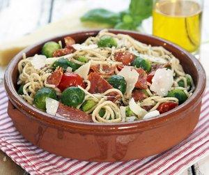 Pasta med rosenkål, cherrytomat og chorizo
