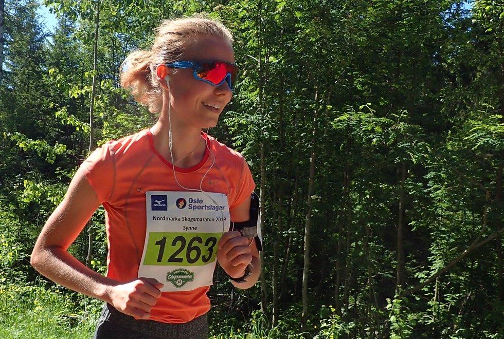 Synne Stenvold i Nordmarka Skogsmaraton 2019