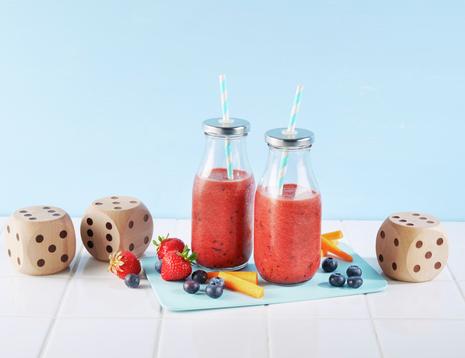 Smoothie med jordbær, paprika, gulrot og blåbær