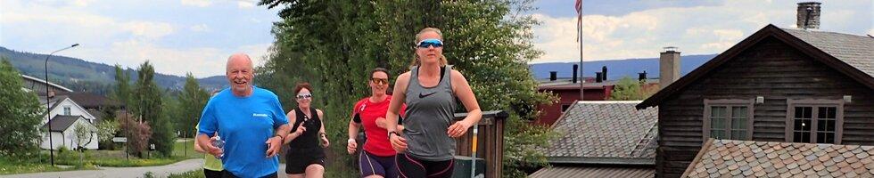 F.v: Sigbjørn Lerstad, Marit Freitag, Ida Tveiten og Vibeke Marstenstangen (foran) trenerseminar for trenerne på Kondistreninga på Lillehammer i 2021
