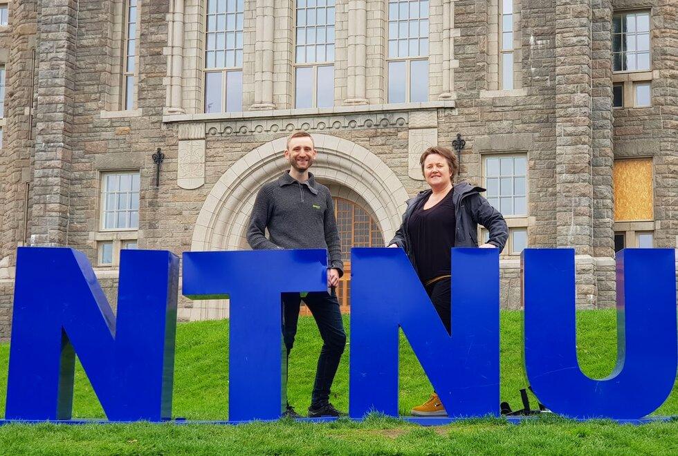 Forskerne: Det er Audun Havnen og Linda Ernstsen ved NTNU som leder prosjektet rundt fysisk aktivitet og psykisk helse gjennomført blant Kondismedlemmer. (Foto: NTNU)