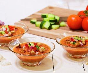 Gazpacho kalles ofte for flytende salat pga. at den ikke skal kokes. Smaker nydelig i sommervarmen.