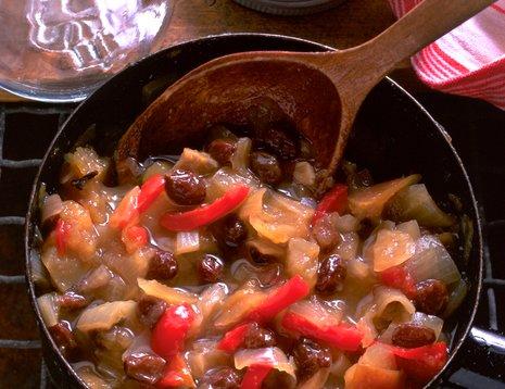 Miljøbilde av eplechutney som tilberedes i panne