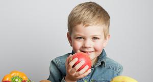 Oliver med masse frukt og grønnsaker