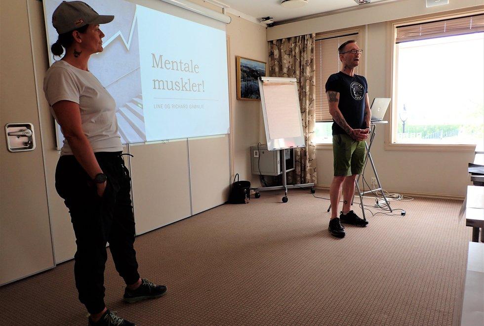 Line og Richard Grønlie holdt foredrag under trenerseminaret for trenerne på Kondistreninga på Lillehammer i 2021
