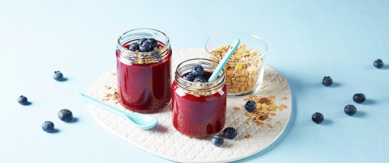 Frokostsmoothie med blåbær i to glass