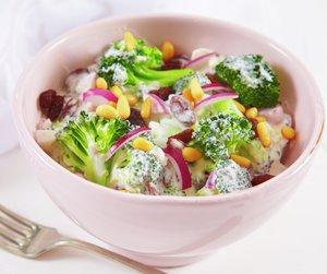 Brokkolisalat i bolle