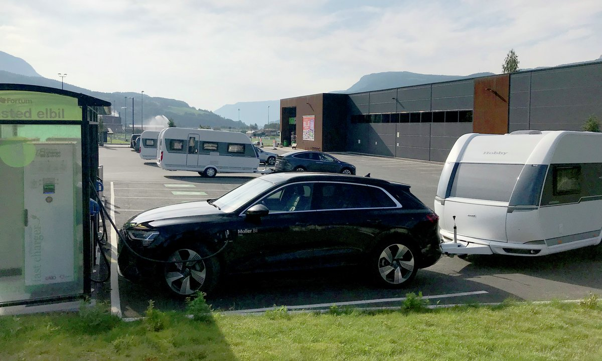 The very first test of three electric cars with caravans