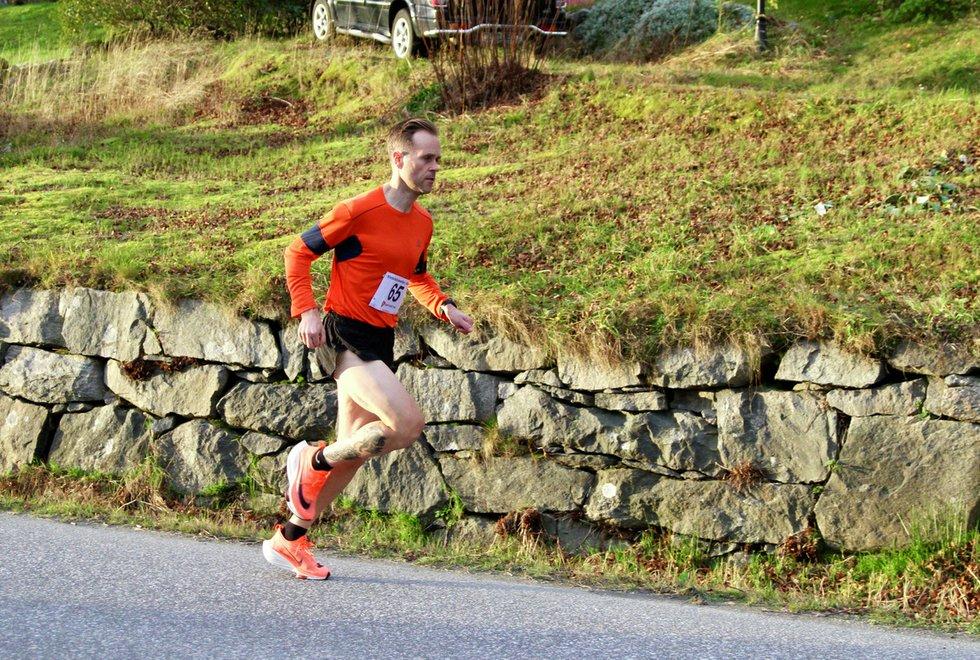 Vant: Simen Krogseth Olsen vant 5-kilometeren i det første løpet i Vinterkarusellen i Ålesund i år på tida 16.46. (Foto: Helge Fuglseth)